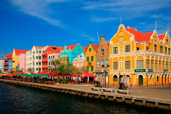 Curacao_Huizen-kade